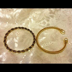 Jewelry - Beautiful Set of Goldtone Bangles